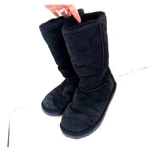 UGG Ozwear Black Fuzzy Booties 7.5